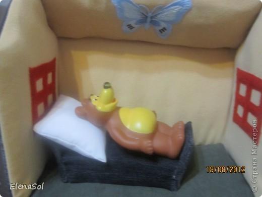 """Моё воплощение идеи с сайта http://hobby-live.ru/Content/handmade/det-podelki/domik-sumka.html. Задуман для ролевых игр по мотивам сказок  """"Маши и медведь"""", """"Красная шапочка"""". фото 4"""