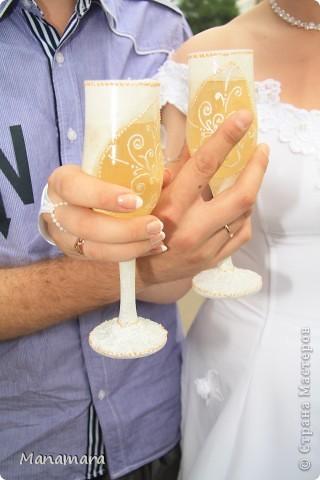 Вот такие вот бокальчики я сделала к нашей прошедшей свадьбе...но не разбили и не воспользовались...ждут годовщины :) фото 3