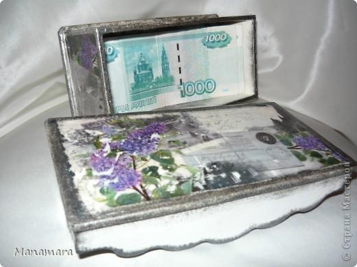 Вышла значит я замуж 23 июня...и думаю...надо сделать общую коробочку для денежки...а у меня как раз заначка деревянная была. Достаю ее значит, выбираю карту и начинаю творить...вот и натворила :). фото 3