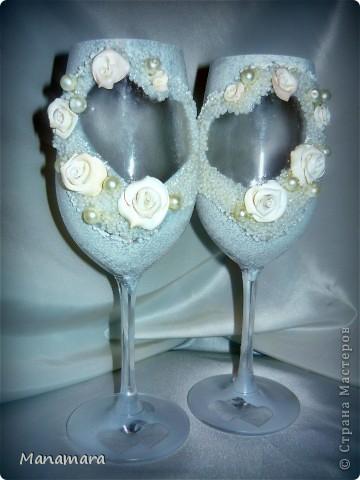 Вот такие вот бокальчики я сделала к нашей прошедшей свадьбе...но не разбили и не воспользовались...ждут годовщины :) фото 2