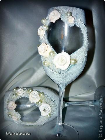 Вот такие вот бокальчики я сделала к нашей прошедшей свадьбе...но не разбили и не воспользовались...ждут годовщины :) фото 1
