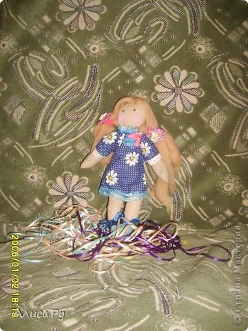 Это Элли, куколка по СП  Натальи VASHNET. Кукол оказалось шить очень сложно, поэтому шить Элли мне помогала бабуля.  фото 1