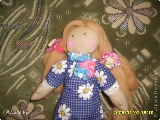 Это Элли, куколка по СП  Натальи VASHNET. Кукол оказалось шить очень сложно, поэтому шить Элли мне помогала бабуля.  фото 2