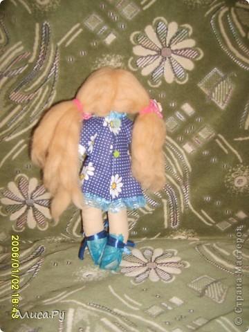 Это Элли, куколка по СП  Натальи VASHNET. Кукол оказалось шить очень сложно, поэтому шить Элли мне помогала бабуля.  фото 5