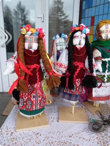 Эти куклы сделаны по мотивам старинных народных украинских обереговых кукол- мотанок. фото 6