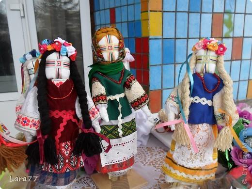 Эти куклы сделаны по мотивам старинных народных украинских обереговых кукол- мотанок. фото 7