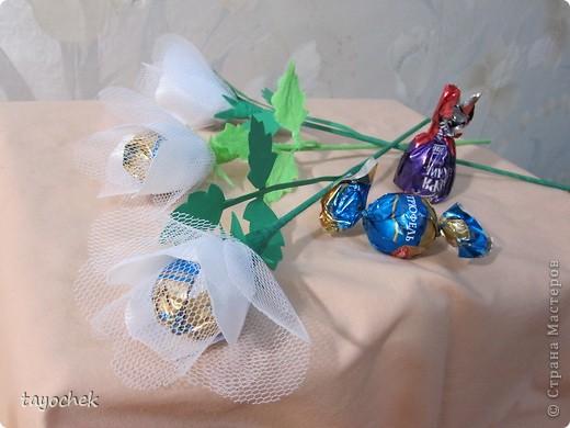 Такие цветы из шелка и фатина заказали на свадьбу в качестве призов за конкурсы для гостей фото 3