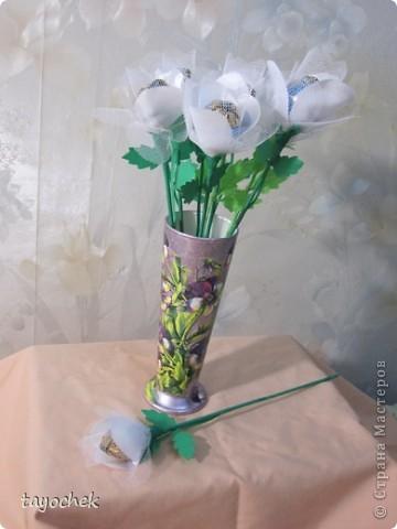 Такие цветы из шелка и фатина заказали на свадьбу в качестве призов за конкурсы для гостей фото 4
