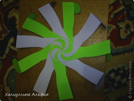 """Данная модель называется """"Ten-Sided Yin-Yang Globe"""" Автором ее является американец Chapman-Bell Philip (Филип Чапман-Бэлл) Она выглядит очень необыкновенно. Мастер класс к ней в СМ я не нашла, поэтому и решила сделать его сама. фото 15"""