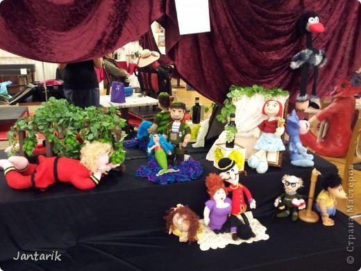 В Хайфе в эти дни проходит выставка кукол,в которой и я принимаю участие. Это мой скромный уголок. На выставке много посетителей и особенно много детей.Приезжают со всей страны.Тема выставки в этом году связана с виноградными изделиями))) и украшениями. фото 1