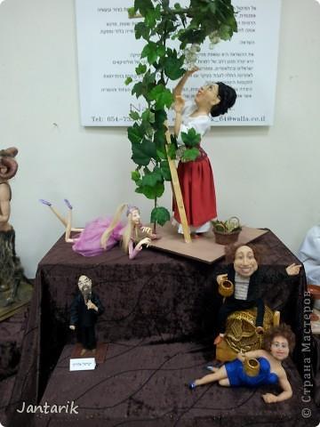 В Хайфе в эти дни проходит выставка кукол,в которой и я принимаю участие. Это мой скромный уголок. На выставке много посетителей и особенно много детей.Приезжают со всей страны.Тема выставки в этом году связана с виноградными изделиями))) и украшениями. фото 18