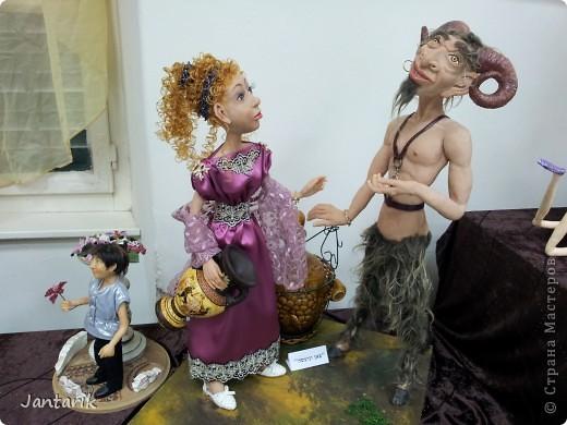 В Хайфе в эти дни проходит выставка кукол,в которой и я принимаю участие. Это мой скромный уголок. На выставке много посетителей и особенно много детей.Приезжают со всей страны.Тема выставки в этом году связана с виноградными изделиями))) и украшениями. фото 19