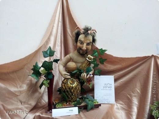 В Хайфе в эти дни проходит выставка кукол,в которой и я принимаю участие. Это мой скромный уголок. На выставке много посетителей и особенно много детей.Приезжают со всей страны.Тема выставки в этом году связана с виноградными изделиями))) и украшениями. фото 14