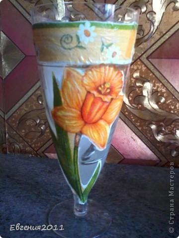 украсила бокал цветочками, вырезанными с салфеток. вазочка для ромашек из бисера.  фото 1