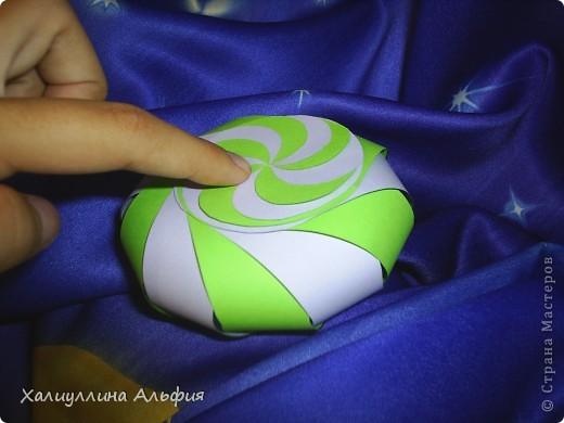 """Данная модель называется """"Ten-Sided Yin-Yang Globe"""" Автором ее является американец Chapman-Bell Philip (Филип Чапман-Бэлл) Она выглядит очень необыкновенно. Мастер класс к ней в СМ я не нашла, поэтому и решила сделать его сама. фото 21"""