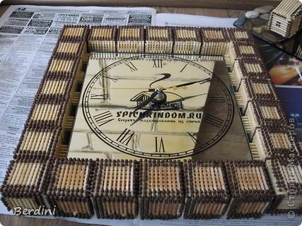 Часы в багетной рамке из спичек фото 1
