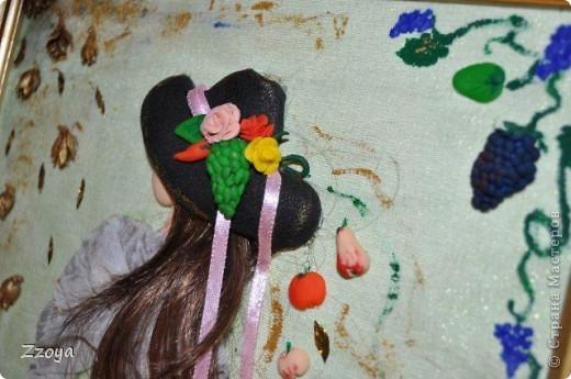 Работа размера А 4 ,использованы: ткань,на платье,зонт,кожа на шляпу, волосы отрезали прядь от парика,фрукты ,овощи,лицо,рука  из запекаемой пластики.Дорисовка краси акриловые.  фото 2