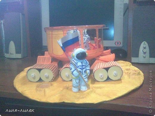 В прошлом году нужно было сделать поделку на  День космонавтики в школу. Мы с дочкой долго думали, что сделать и вот придумали. фото 3