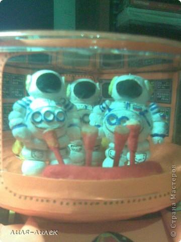 В прошлом году нужно было сделать поделку на  День космонавтики в школу. Мы с дочкой долго думали, что сделать и вот придумали. фото 8