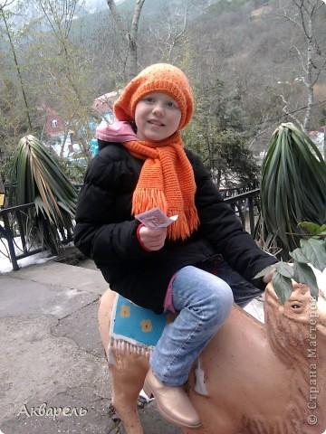 Так сложилось, что мы решили поехать в отпуск, в Крым. Тем более я так давно не была там зимой. И не пожалели. Мне кажется отдых удался на славу. Мы гуляли так много, как летом не гуляли. Все таки летом больше купание в море. Куда мы только не ходили. И старались больше пешком. Ну конечно, куда можно нам дойти. В один из этих счастливых дней, мы посетили Ялтинский зоопарк. там мы были не раз летом. Но межсезонье имеет свои преимущества. Не жарко, не людно, много малышей-зверей. И животные чувствуют себя гораздо вольнее и комфортнее. В этом зоопарке животных можно кормить, есть приспособления, а не хищников и птиц можно кормить прямо из рук. Корма для всех видов продаются при входе. Скажу по секрету, семечек не жаренных, зелени и хлебушка можно взять с собой.  фото 19