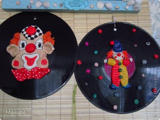 клоуны на виниловых дисках фото 1