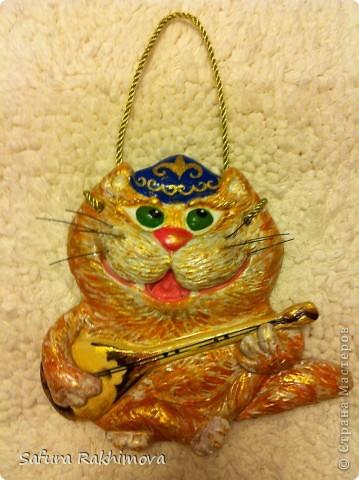 Здравствуйте , сегодня наконец закончила мысыка (кота), которого очень давно хотела создать (чтобы он был казахским), получилось такое рыжее золотце.