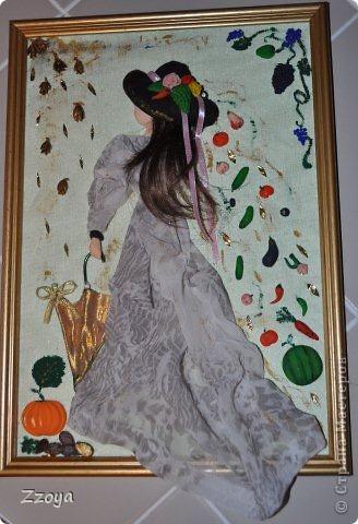 Работа размера А 4 ,использованы: ткань,на платье,зонт,кожа на шляпу, волосы отрезали прядь от парика,фрукты ,овощи,лицо,рука  из запекаемой пластики.Дорисовка краси акриловые.  фото 1