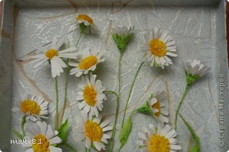 Вот такие у меня расцвели ромашки. Картину делала еще в начале лета, в подарок. Спасибо всем мастерицам у которых я подглядывала как ромашечки делать. фото 3