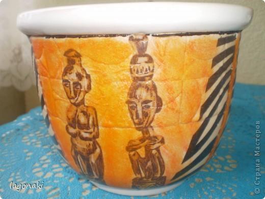 Прислала мне Елен 56 вот такую салфетку с африканскими идолами.Фон поменяла.И нашла ей применение.С обеих сторон одинаково. фото 1