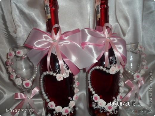 Новый свадебный наборчик в бело-розовой гамме, идею подсмотрела у Валентинки Порчелли, за что ей большой спасибо! Цвет на фото искажен, бутылочки  красно-розовые и ленты ярче! фото 2