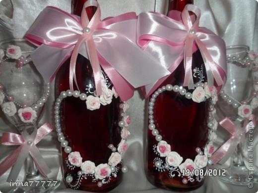 Новый свадебный наборчик в бело-розовой гамме, идею подсмотрела у Валентинки Порчелли, за что ей большой спасибо! Цвет на фото искажен, бутылочки  красно-розовые и ленты ярче! фото 1