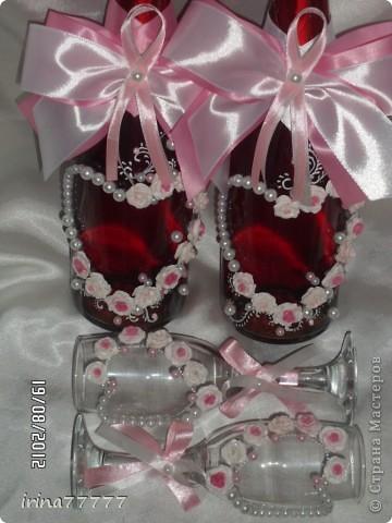 Новый свадебный наборчик в бело-розовой гамме, идею подсмотрела у Валентинки Порчелли, за что ей большой спасибо! Цвет на фото искажен, бутылочки  красно-розовые и ленты ярче! фото 3