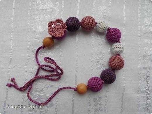 Слингобусы - модный аксессуар для молодой мамы. И необязательно их носить как бусы. Слингобусы можно использовать так же как слингоигрушку.  фото 4