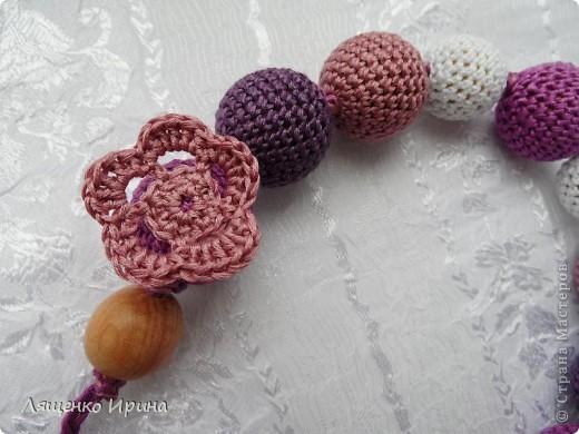 Слингобусы - модный аксессуар для молодой мамы. И необязательно их носить как бусы. Слингобусы можно использовать так же как слингоигрушку.  фото 5