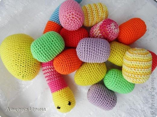 Слингобусы - модный аксессуар для молодой мамы. И необязательно их носить как бусы. Слингобусы можно использовать так же как слингоигрушку.  фото 9
