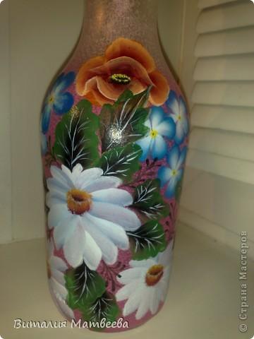 Здравствуйте жители СМ! Я сегодня к вам с новым бутылем, которы благополучно можно использовать и как вазочку. Росписала я его в подарок своим знакомым. Буду надеятся , что понравится. Желаю всем приятного просмотра и отличного настроения! фото 7