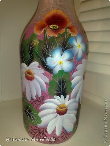 Здравствуйте жители СМ! Я сегодня к вам с новым бутылем, которы благополучно можно использовать и как вазочку. Росписала я его в подарок своим знакомым. Буду надеятся , что понравится. Желаю всем приятного просмотра и отличного настроения! фото 5