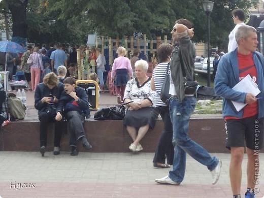 18 августа в Нижнем Новгороде у речного вокзала собирался народ да не просто так, а на Ярмарку. Были тут мастера, подмастерья  с городов разных. Приехали купцы молодцы да девицы красавицы на других посмотреть и себя показать.  фото 5