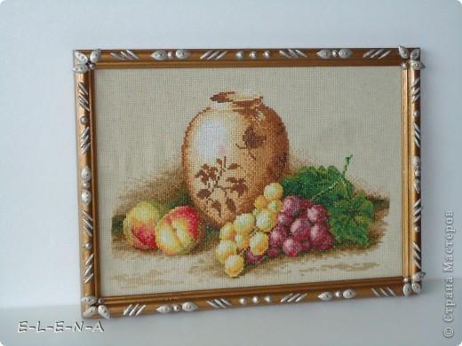 На День рождения мне подарили вышивку.Фоторамка была очень темная и картина проигрывала. Персики - символ счастливой семейной жизни, виноград - символ долголетия. фото 1