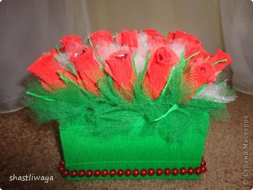 Это мой второй букетик. Попробовала сделать бутоны роз. Очень понравилось. Такие красивые они получились, но вот только собираться ни как не хотели...в итоге первоначальная красота была утеряна, т.к. разбирались они раз 5 точно ((( В итоге собралась вот такая клумба роз.  фото 2