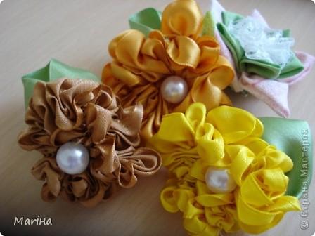 Всем здравствуйте! К предыдущим комплектам украшений сделали с девочками вот такие резиночки для волос. фото 2