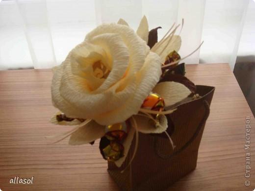 Цветочная тема продолжается, но на этот раз цветы сладкие. Все три цветка сделаны по одному принципу.  фото 9