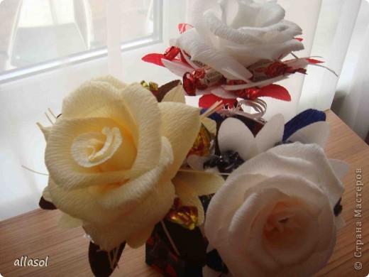Цветочная тема продолжается, но на этот раз цветы сладкие. Все три цветка сделаны по одному принципу.  фото 1