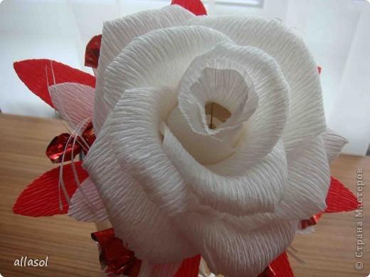 Цветочная тема продолжается, но на этот раз цветы сладкие. Все три цветка сделаны по одному принципу.  фото 11