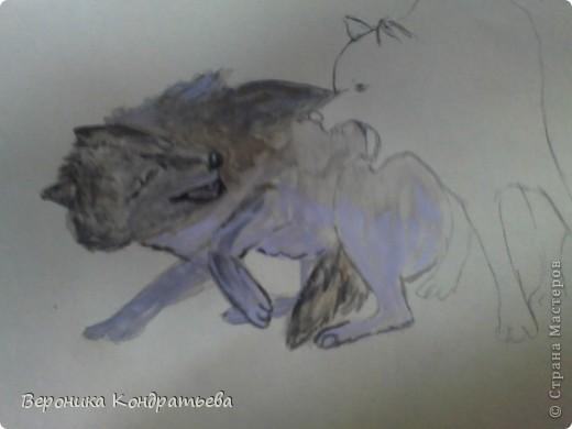 Попробуем нарисовать вот таких волков гуашью?  У меня это первый эксперимент, не судите строго...) В этой картине я немного поиграю с положением хвостов, ну и немного лап.) фото 20