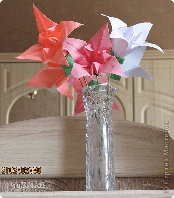 http://planetaorigami.ru/2011/02/bumazhnye-cvety-liliya-origami-sxema-i-video-sborki/ вот здесь схема. фото 1