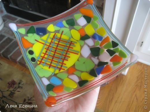 """Делюсь позитиффчиком - поделками моей 8-летки, сделанными в летнем арт-кемпе (летние занятия искусством). Эта вазочка """"Черепашка"""" - моя любимая из ее работ. Стекло, мозаика, фьюзинг. Нравится и сама черепаха, и подобранные цвета. фото 1"""