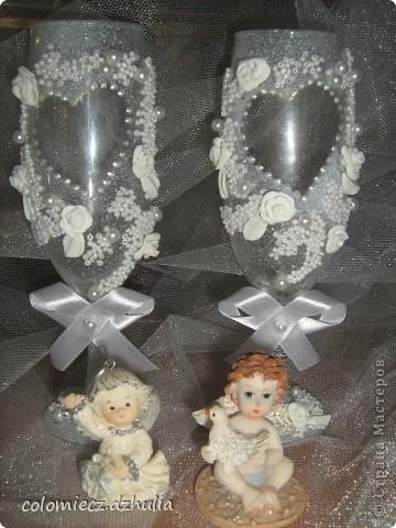 Я начинаю заболевать свадебными аксесуарами, мне так это понравилось. Эти бокалы делались тоже на свадьбу, невесте понравились. фото 1