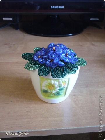 Первый мой цветочек из бисера. фото 1