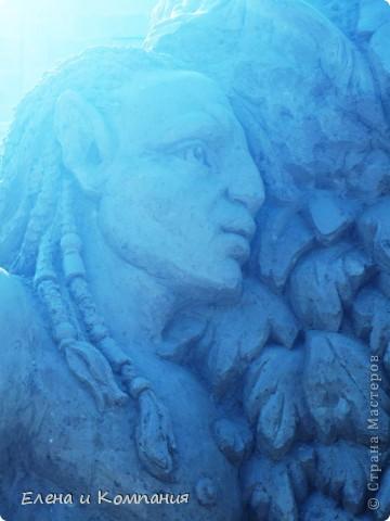 Отдыхая на Черноморском побережье, забрели вместе с сыном на небольшую выставку скульптур из песка. В основном это были герои сказок. Фигуры показались гладкими, как бы глянцевыми. Руками, правда, их трогать не разрешалось, но на вид показались именно такими.  Как выяснилось, их поливают специальным водоотталкивающим раствором, поэтому они достаточно долго сохраняют свой первоначальный вид, не трескаются и не разрушаются от ветра и сырости.  фото 12